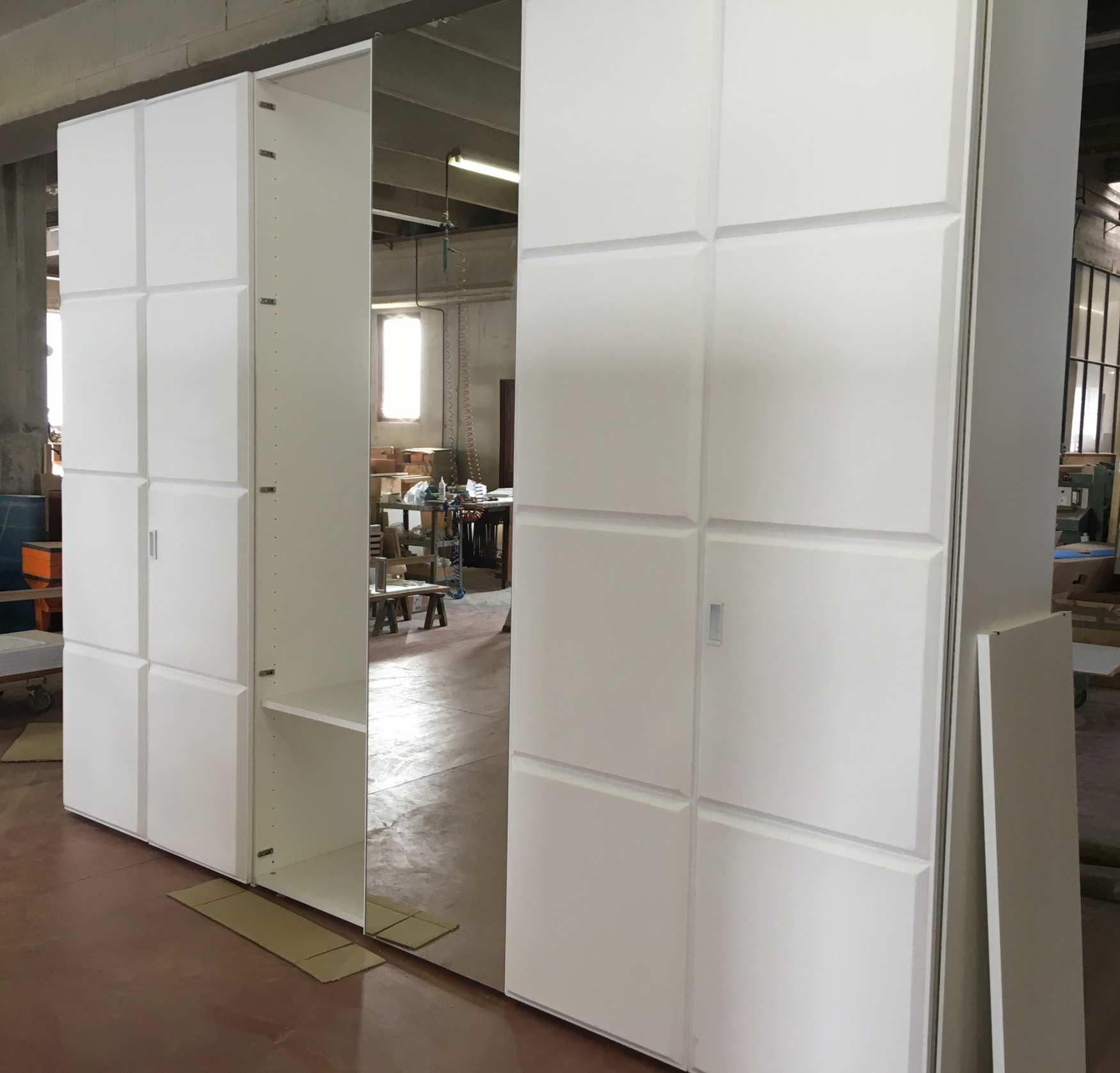 Un armadio speciale milanomondo for Vergani arredamenti