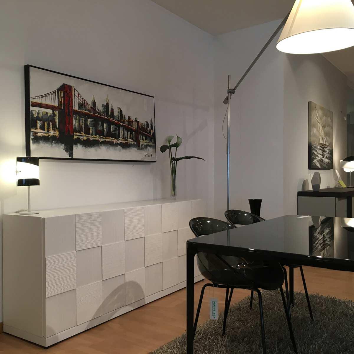 Ampi spazi per i mobili di milanomondo da arredamenti for Binacci arredamenti divani