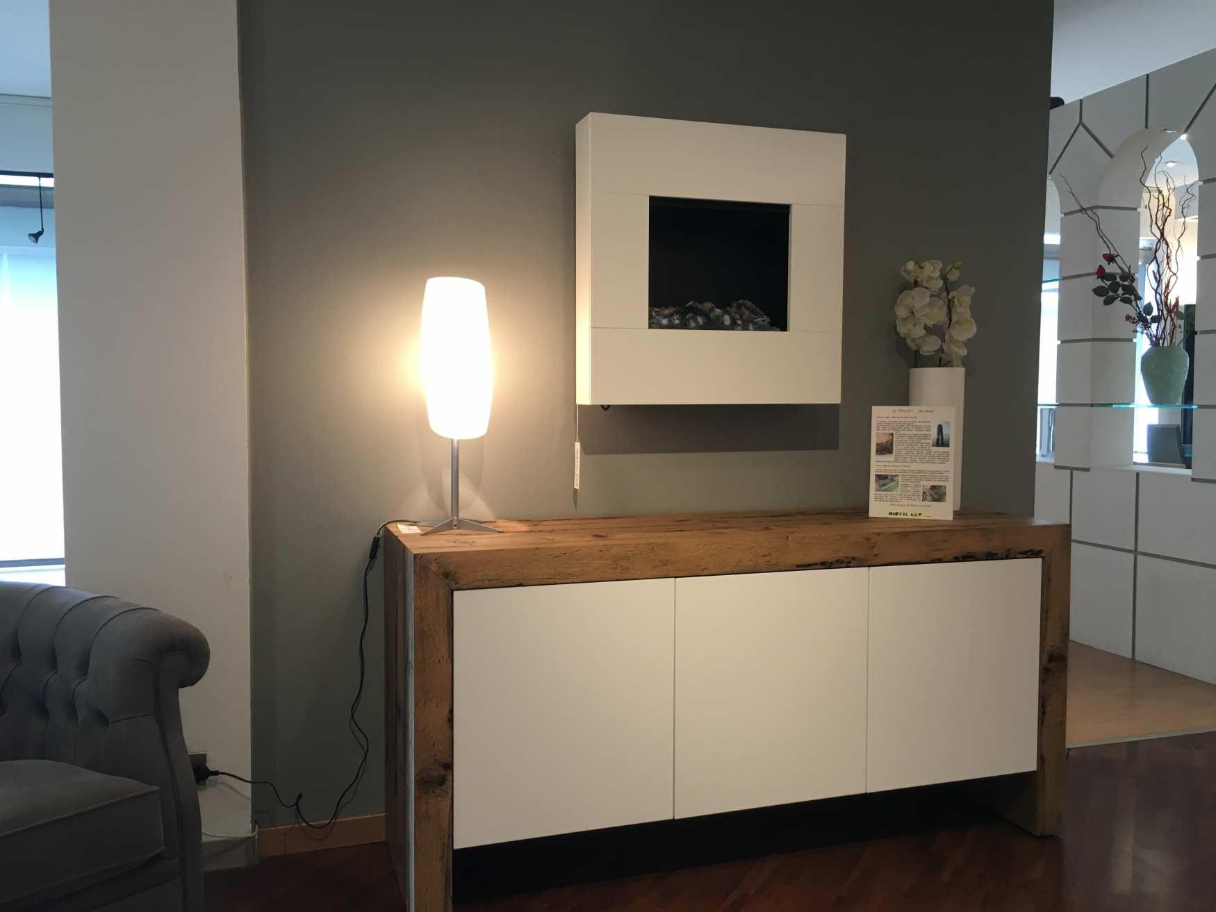 Ampi spazi per i mobili di milanomondo da arredamenti for Vergani arredamenti