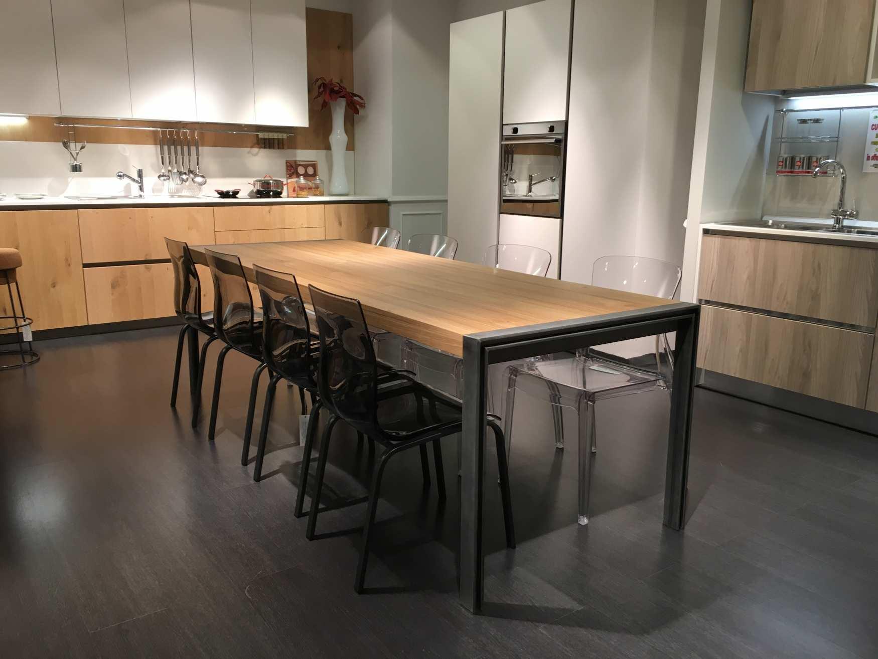 Ampi spazi per i mobili di milanomondo da arredamenti for Tavoli di design famosi