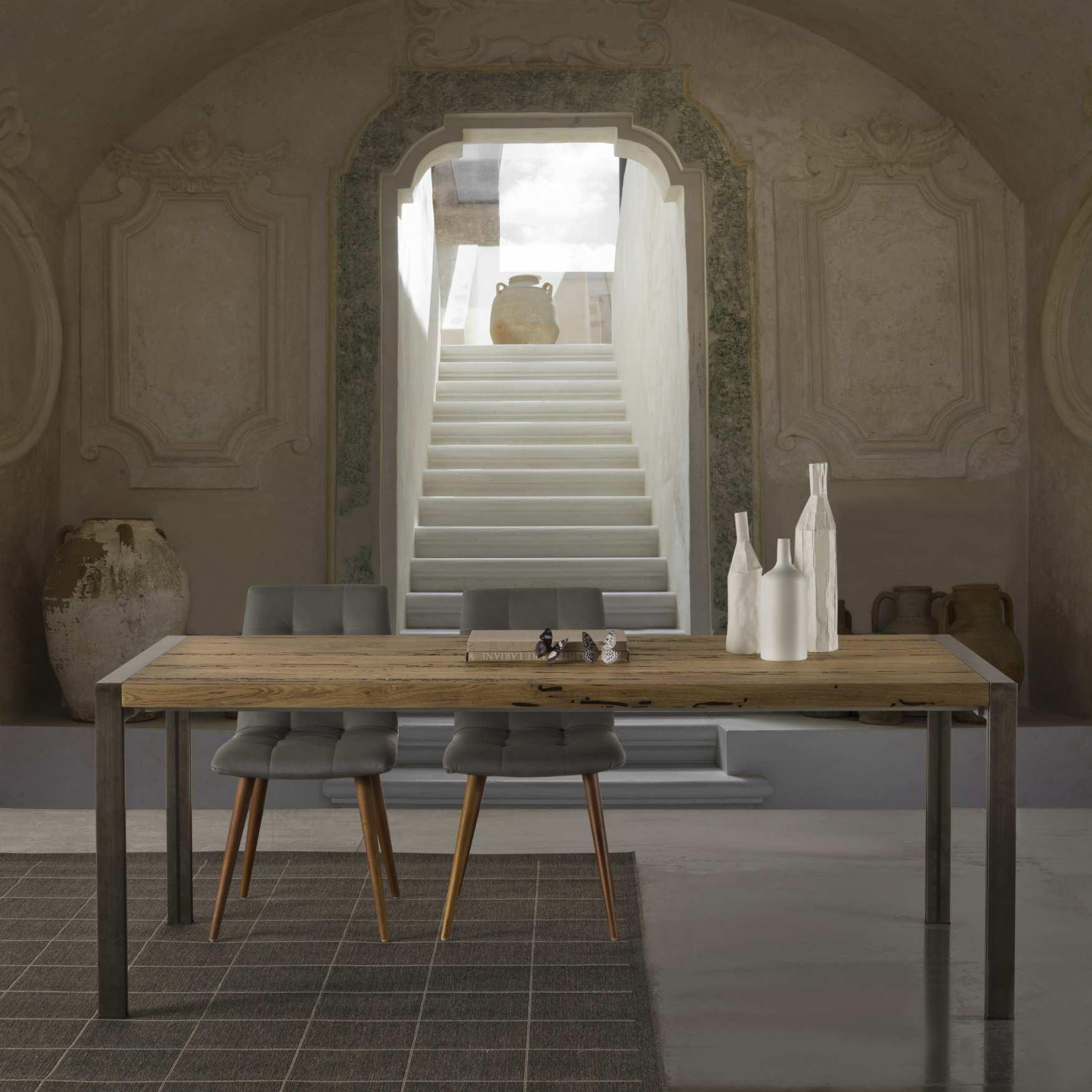Tavolo design legno skinny milanomondo for Mobili legno design