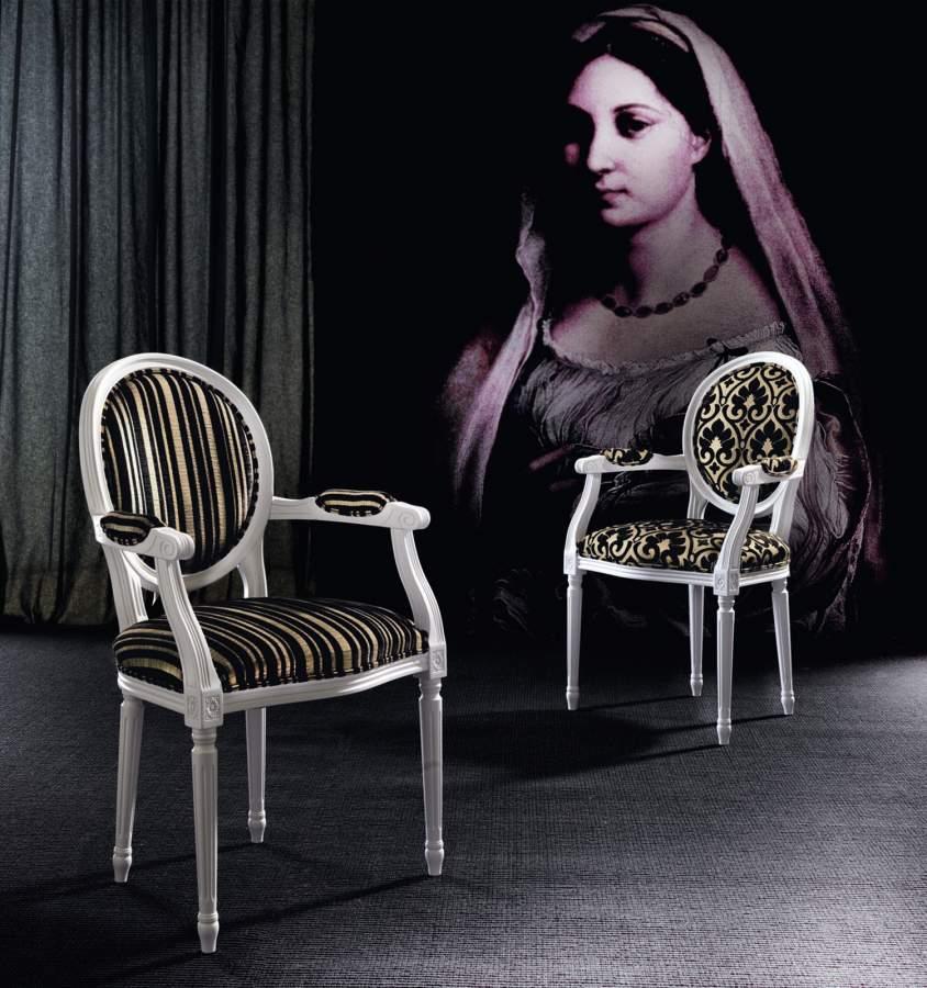 Carved wood armchair paolina milanomondo for Vergani arredamenti