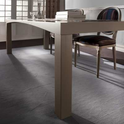 Tavolo M'arco finitura legno gambe
