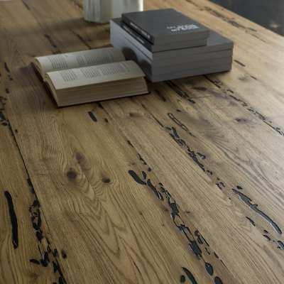 Tavolo in Briccole e cristallo Flai dettaglio legno piano